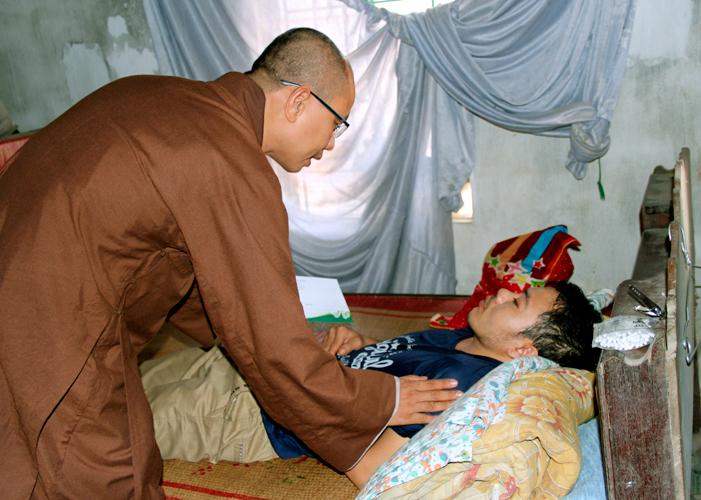 Ban Từ Thiện - Đạo Tràng Hương Sen Xứ Nghệ Thăm và tặng quà cho trẻ Em Cơ nhỡ